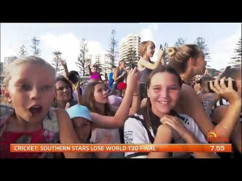 Samantha Jade performs MASHUP HITS LIVE on the Gold Coast