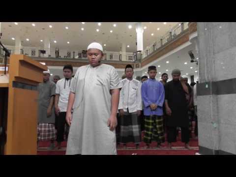 Imam Sholat Taraweh oleh Adik  Khaidar