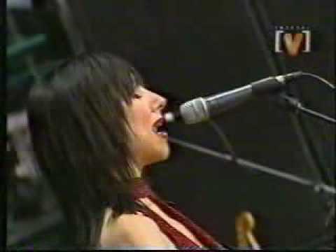 emo-girl-hot-juliette-kiss-lick-lyric