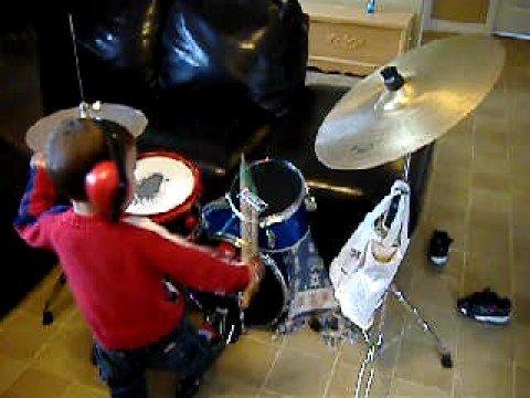 Drummeur Samuel Roy 2ans et demi