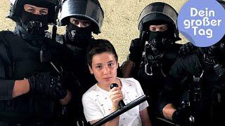 Mit Hund, Pferd oder Boot - Lucas bei der Polizei | Dein großer Tag | SWR Kindernetz