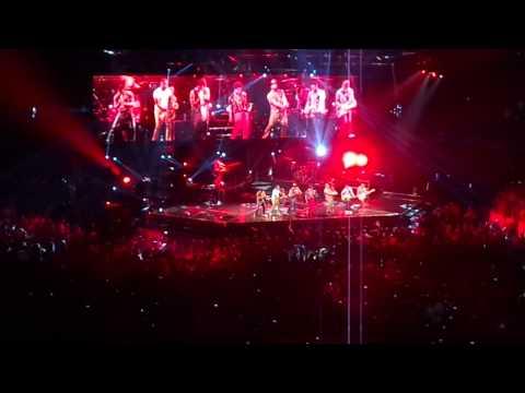 bruno-mars-encore-drum-solo/-locked-out-of-heaven/-gorilla