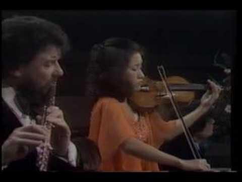 Kyung Wha Chung plays Bach trio sonata BWV 1079 1st mov.