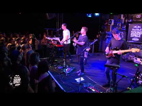 Alt-J - Left Hand Free [Live at The KROQ Red Bull Sound Space]