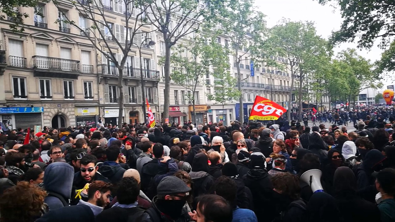 manif 1er mai 2017 les crs bloquent bastille youtube. Black Bedroom Furniture Sets. Home Design Ideas