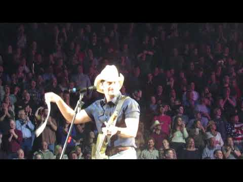 Brad Paisley This Is Country Music Kansas City (WeekEnd Warrior Tour  02-16-18)