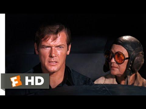 Live and Let Die (4/10) Movie CLIP - Bond