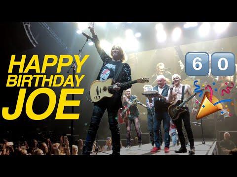 Anne Erickson - Watch Def Leppard's Joe Elliott Celebrate His Birthday Onstage!