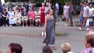 ОДИНОКАЯ ЛЕДИ ТАНЦУЕТ НА УЛИЦЕ! Brest! Music! Street dancing!