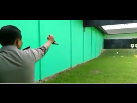 Revolver pistol shooting skill by Indonesian Police, Amazing!!