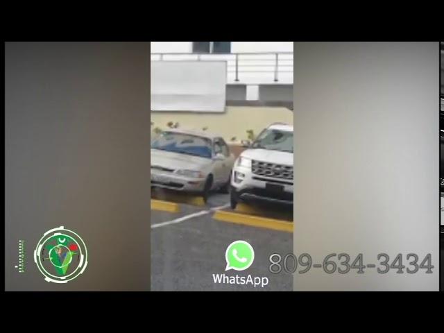 Hombre robando retrovisores de jeepeta en centro comercial