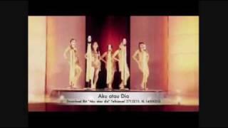 Repeat youtube video 5 Bidadari - Aku Atau Dia Official Music Video
