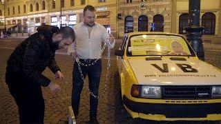 PŘIPOUTANÉ AUTO V PĚŠÍ ZÓNĚ - ZASAH POLICIE! w/MikeJePan