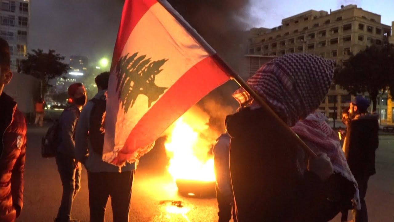 لبنان.. قطع للطرقات وغضب شعبي يتوسع، وميليشيا حزب الله ترجع أسباب الأزمة للاجئين السوريين  - 19:58-2021 / 3 / 5