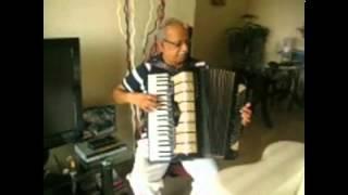 ..SHESHADRI SINGS...JAANE KYA DHOONDTI... THROUGH HIS ACCORDION PART 9.avi