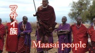 アフリカ ケニアのサファリツアー途中で、マサイ族の村を訪れました。マ...