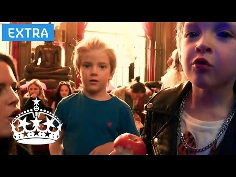 Binky Introduces the Mini in Chelsea Cast | #MiniChelsea | E4
