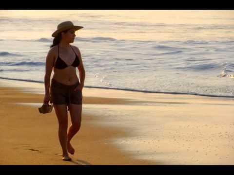 Resultado de imagen de mujer en la playa