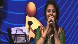 Download Hindi Video Songs - Tu Kitni Achhi Hai Tu Kitni Bholi Hai (Cover) | Priya Saxena (Live at Shanmukhanand Auditorium)