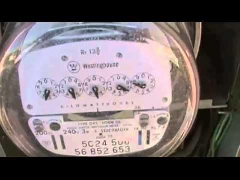 Does the Electric Saver 1200 KVAR use Power