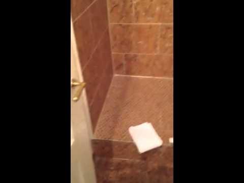 Amazing Badezimmer Mit Massivem Kork