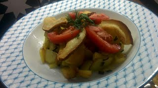 Жаренная картошка с хрустящими шкварками.