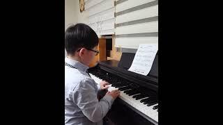 미뉴에트 피아노 연주 바흐작곡  음악가 어린이 연주