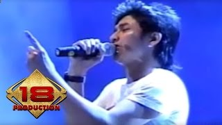 Video Ungu - Sejauh Mungkin (Live Konser Solo 18 September 2006) download MP3, 3GP, MP4, WEBM, AVI, FLV Desember 2017
