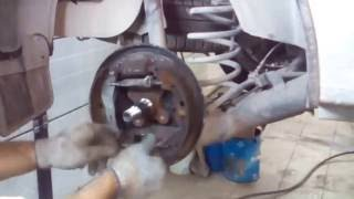 видео Причины скрипа тормозов, что делать в первую очередь