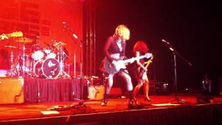 The Bangles Walk Like an Egyptian Live 2012 Thumbnail