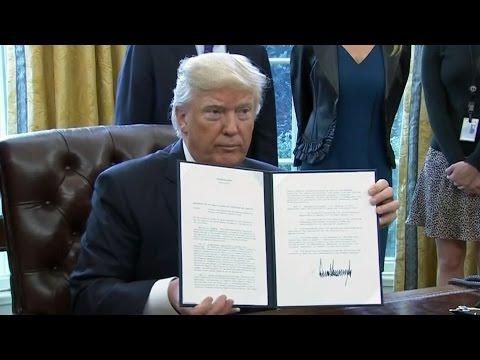 Executive orders: Trump approves Keystone XL, Dakota Access