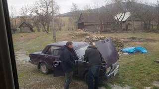 Вася и Вовка возле машины