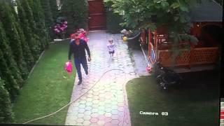 Repeat youtube video Hero Dad saves 2 year old daughter from dog attack.