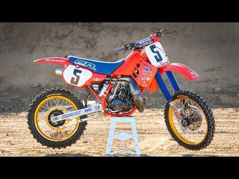 Racer X Films: 1986 Honda CR250 | Garage Build | Rick Johnson | Two-Stroke Motocross