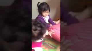 Hót clip  Bé gái 2 tuổi đanh đá, đầu gấu nhất vườn trẻ năm 2015 2016 giải trí vui cười hài hước hay