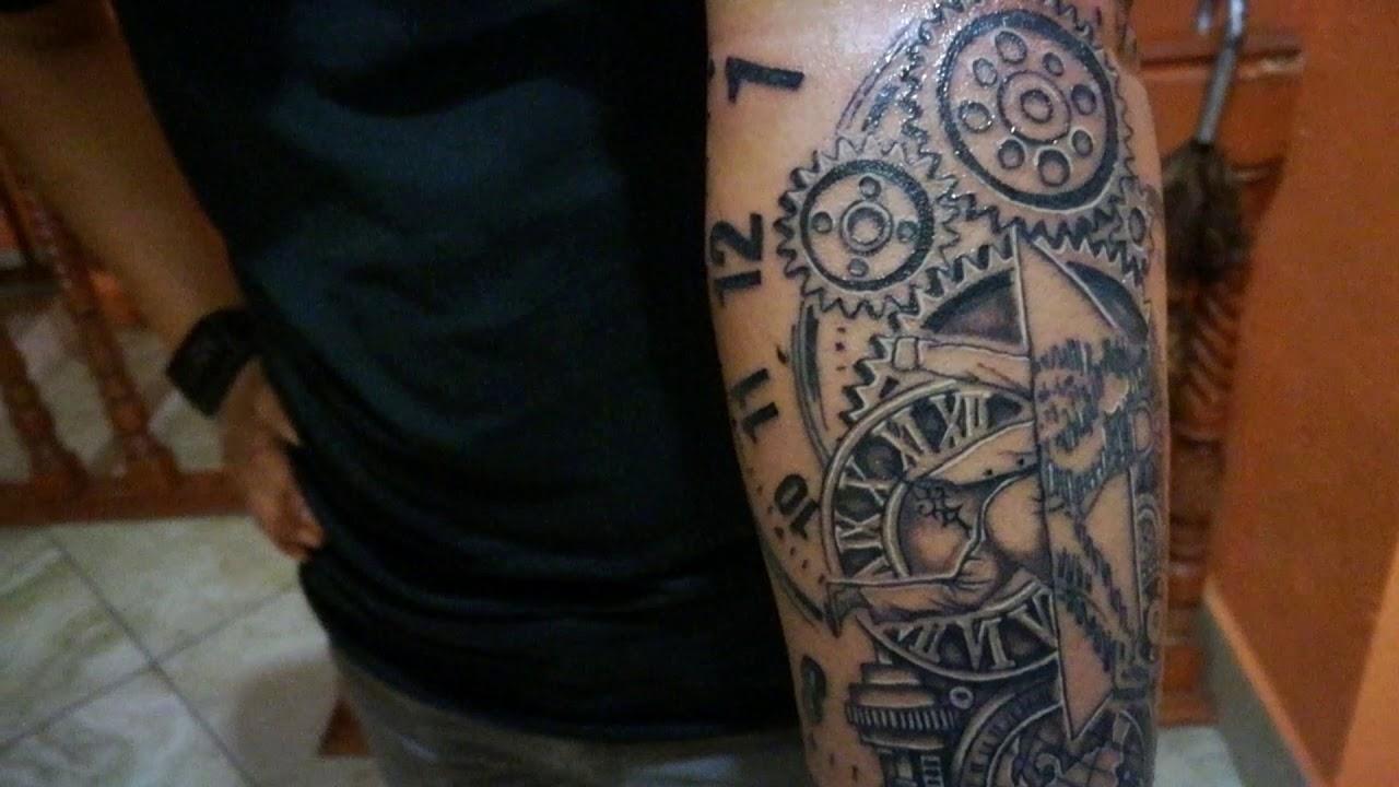 Tatuaje Personalizado Sobre Viajes En El Tiempo Realizado Por
