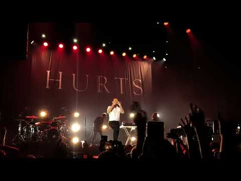 Hurts - Beautiful Ones ( live in Istanbul...