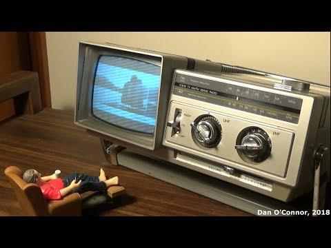 """1982 Samsung 5"""" B&W TV & AM-FM Radio; BT-123AJ"""