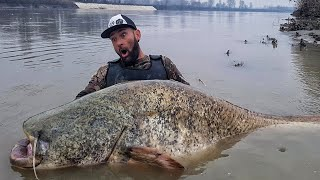Unbelievable Fisherman VS Catfish 8.7 feet and 275 pounder River Monster - HD by Yuri Grisendi