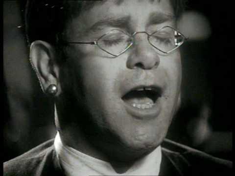 Le Roi Lion / The Lion King - Elton John - The circle of life [SD]