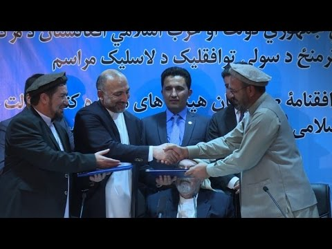Afghan government signs peace deal with notorious warlord