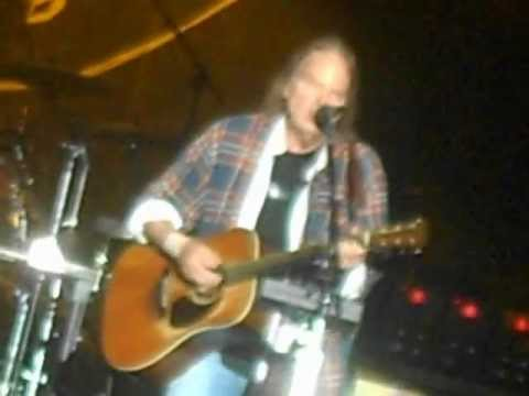 "NEIL YOUNG - ""Twisted Road"" live 8/10/12"