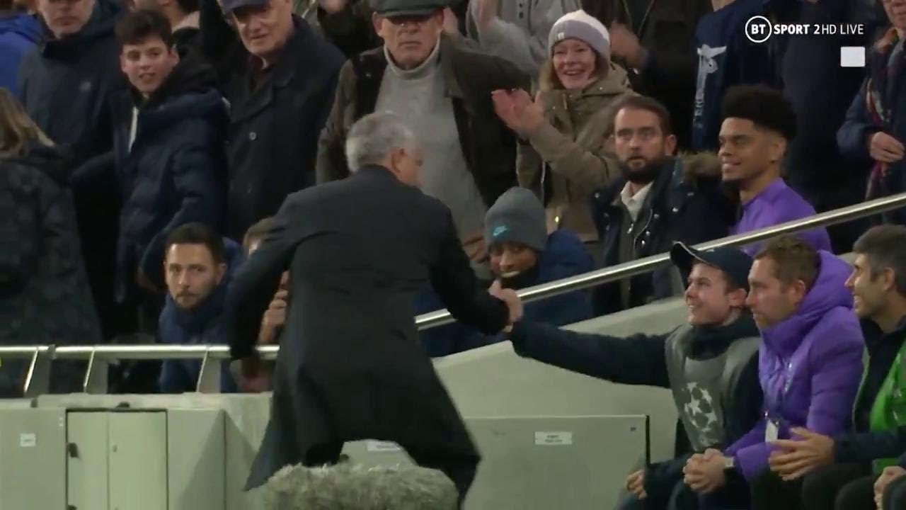 """Tottenham, Mourinho e l'abbraccio col giovane raccattapalle: """"Il gol del 2-2? Merito suo"""""""