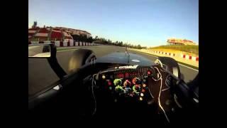 Вид гоночного болида F1 глазами пилота