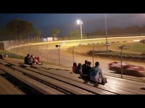 Exciting battle for the win @ Florence Speedway late model feature