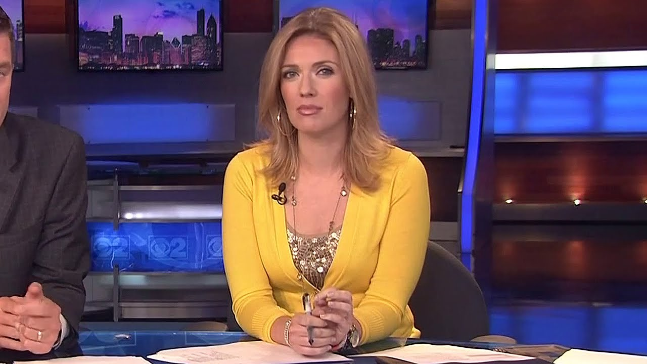 Kate Sullivan in bright yellow & gold - July 10, 2012 ...