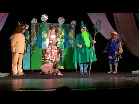 В Театре с дочкой Спектакль Волшебник Изумрудного города/Family в Деревне
