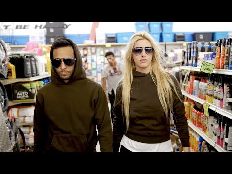 The Walking Dead: No Man's Land by Anwar Jibawi & Lele Pons
