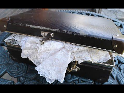 Салфетки и кружево из старого чемоданчика. Находки с блошиного рынка.