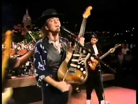 Stevie Ray Vaughan's Roadie Change the guitar during the show